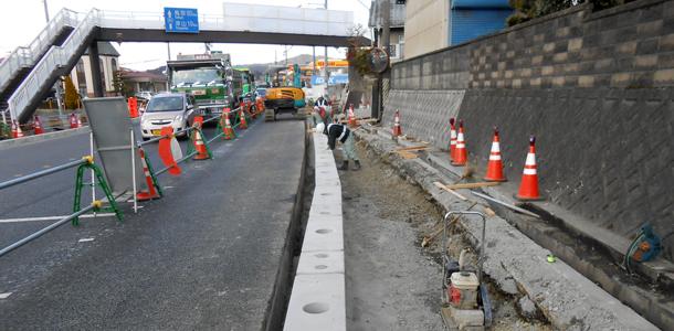 床堀から据付、埋戻までを1日で45m施工した防護柵基礎の事例紹(2014年9月記事再アップ)