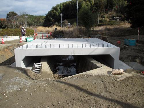 既設水路をひとまたぎ!あっという間の簡単施工。 のご紹介
